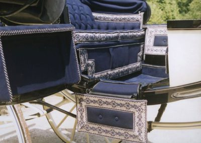 """Barouche upholstery with """"épinglé"""" lace"""