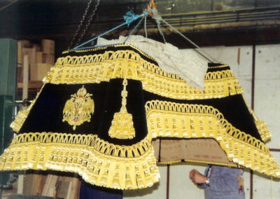 Hammer cloth with golden fringe and tassels